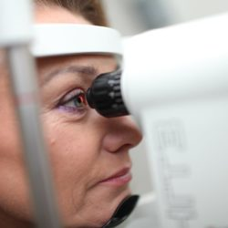 Кого принимает офтальмолог бесплатно по полису ОМС и как попасть на прием